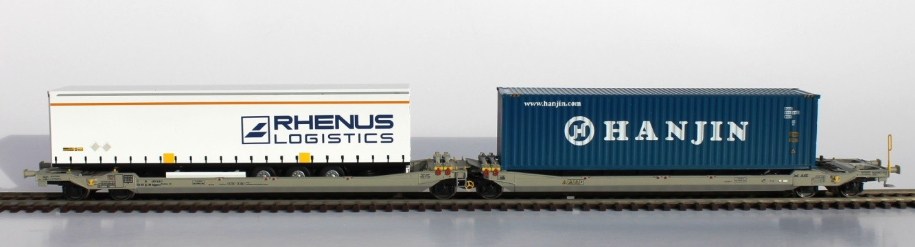 Twin car Sdgmmrs 90 loaded with 1 RHENUS trailer + 1 HANJIN container